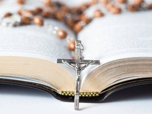 ctk-krestanstvi-cirkev-vira-kriz-bible-ruzenec_denik-605