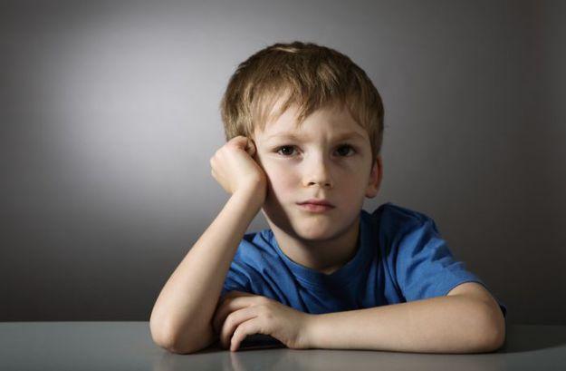 RceZIPJFS7qL90i7SBeUpw-Smutny-chlapec-dieta-depresia-dreamstime